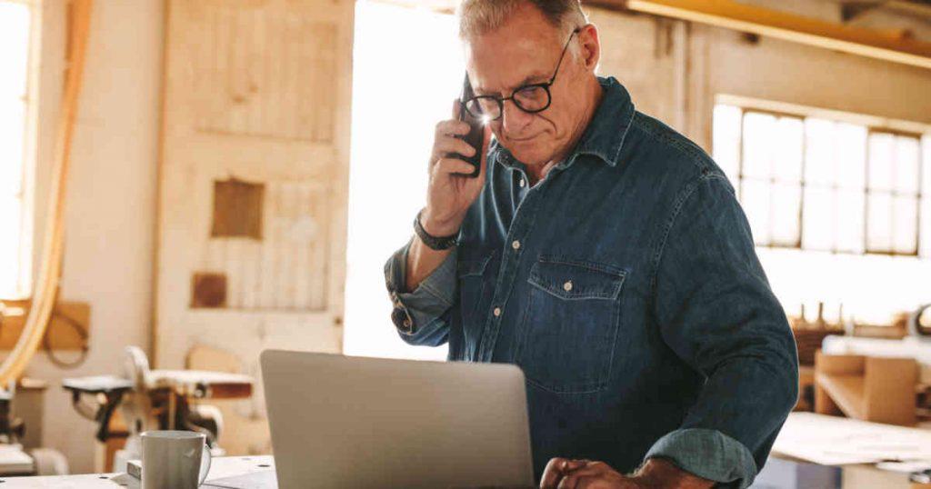 Prós e contras de lançar uma estratégia de vendas para pequenas e médias empresas